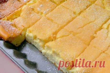 Просто смешайте все в одной миске и поставьте в духовку. этот торт станет вашим любимым! Представляем вашему вниманию нежный творожный десерт. Воздушность и легкость — главные достоинства этого пирога. От него сложно оторваться. Его можно