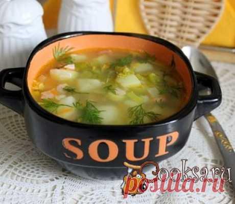 Суп из зеленого гороха с копченостями Очень вкусный, ароматный суп из зеленого гороха с копченостями, сваренный на курином бульоне.