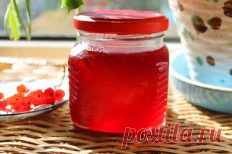 Желе из красной смородины — вкусное и полезное Красная смородина – ягода уникальная. Помимо того, что она имеет восхитительный ярко-красный цвет, она ещё и является кладезем витаминов и минеральных веществ. А вкус этой ягоды никого не сможет оставить равнодушным – кисленькая, слегка терпковатая и невероятно сочная. Поэтому и заготовки из смородины получаются очень вкусными, что варенье, что повидло, что желе. Именно желе мы и предлагаем вам приготовить. Ингредиенты: Красна...