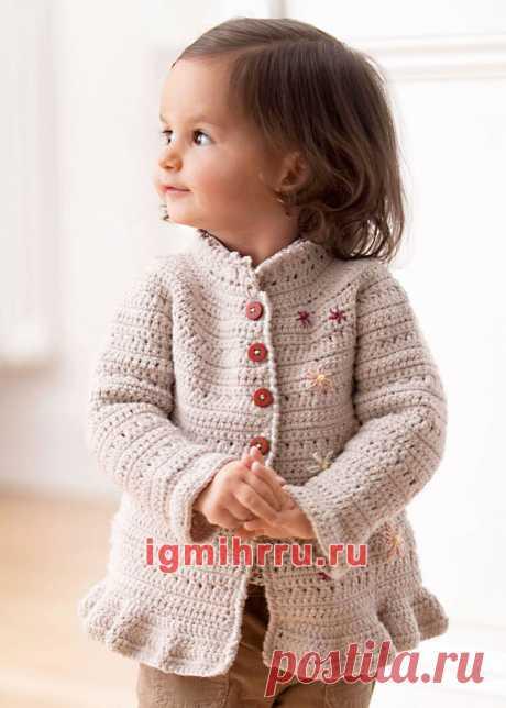 Для маленькой девочки. Светлый чистошерстяной жакет с вышивкой. Вязание крючком для детей