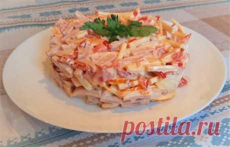 Салат «Голландский» Летний, освежающий салат «Голландский» готовится очень быстро. Всего четыре ингредиента, ничего варить не надо, порезал – и все готово, а получается очень вкусным!Ингредиенты:ветчина – 250 гр.;сыр твердый – 150 гр.;помидоры – 2 шт.;болгарский перец – 2 шт.;майонез – 70 гр.;соль – по...