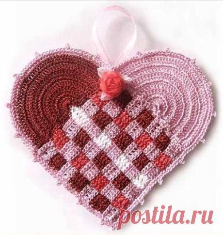 Валентинка в виде вязаного сердечка