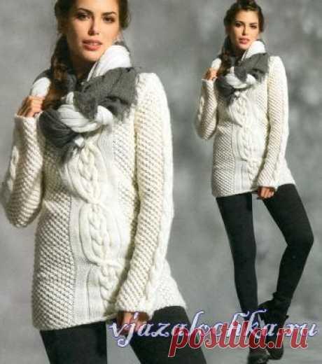 Тёплый свитер спицами арановым узором и шишечками