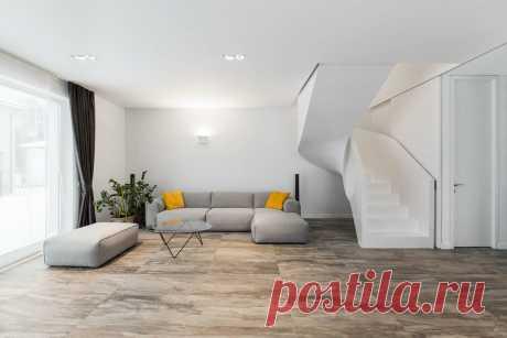 Что говорят дизайнеры о минимализме в интерьере? Почему многие отказываются от ламината, который имеет расширение и должен укладываться с порогами между комнатами? Ответы на сайте Волгоград Stone Floor   #минимализмвдизайне#ламинатбезпорогов#Волгоград#Stonefloor