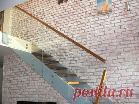 Лестницы, ограждения, перила из стекла, дерева, металла Маршаг – Самонесущие ограждения стеклянные