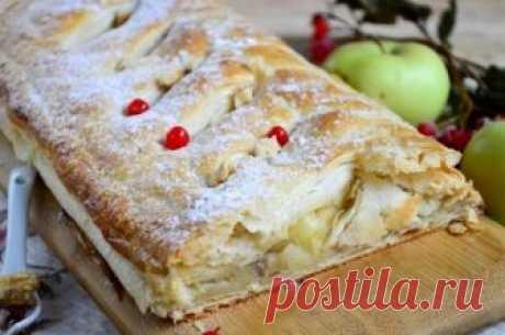 Рецепт яблочного штруделя из слоеного теста пошагово Друзья, сегодня вы узнаете рецепт яблочного штруделя из слоеного теста. Вкусное, тоненькое тесто с добавлением яблок с корицей и грецких орехов. Думаю, что многие знают это австрийское блюдо, похожее на рулет. Рассмотрим рецепт приготовления: