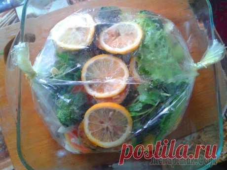 Скумбрия,запеченная в рукаве с овощами!Попробуйте-очень вкусно и питательно!