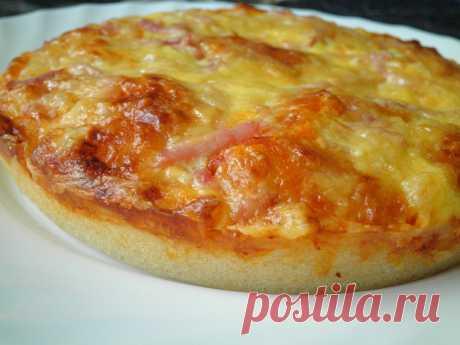 Смаженка белорусская Смаженка - это так сказать белорусский вариант пиццы,нечто среднее между пиццей и беляшом :))Отличие смаженки прежде всего в тесте,оно довольно жидкой консистенции,начинки на любой вкус...выпекают сма…