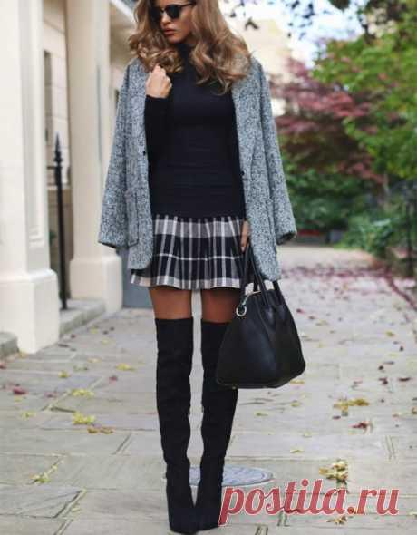 С чем носить сапоги чулки на каблуке и без каблука? Эластичные сапоги-чулки уже несколько сезонов правят балом и уличной модой. Замшевые, бархатные, кожаные или из плотной стрейч ткани всевозможных расцветок – эта модная обувь полюбилась красоткам в разных уголках мира. Далеко не всем модницам известно, с чем носить стильные и модные сапоги-чулки, чтобы выглядеть женственно и не вульгарно.