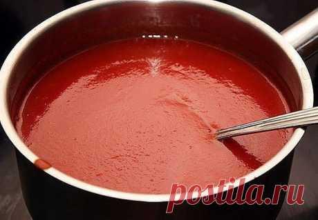 КЕТЧУП!   3 кг помидор  0.5 кг яблок  0.25 кг лука  Все нарезать и варить, пока лук не станет мягкий. Измельчить блендером и варить до желаемой густоты, я варила минут 50.  До окончания варки добавить соль 1.5 ст. л., 1,5 стакана сахара, не забываем помешивать, а то пригорит, перец красный, черный молотый по вкусу, 50 г яблочного уксуса, снять с огня разлить по баночкам и закатать.   Ну и пофантазировать можно, я в первый раз варила со сладкими яблоками — получился «Красно...
