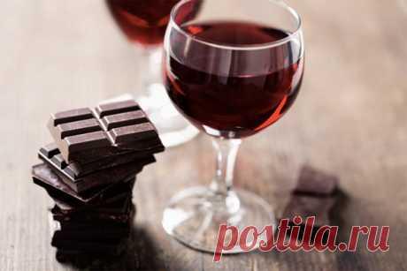 Лучшие сочетания вина и шоколада              Основной секрет выбора подходящего гастрономического сопровождения к вину состоит в том, что в этом дуэте каждый должен подчеркивать, а не подавлять вкусовые достоинства друг друга. Из в…