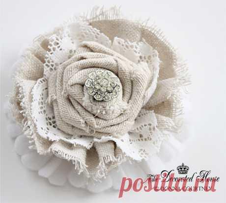 Великолепный цветок из мешковины!