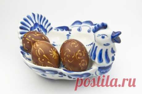 Как красить яйца в шелухе лука