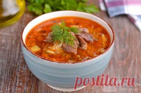 Щи с говядиной и свежей капустой.  Готовим потрясающе вкусные щи с говядиной, свежей капустой, репчатым луком, морковью, помидором и картофелем. Особенный аромат и вкус этим щам добавляет кетчуп для шашлыка и гриля. Суп получается с легкой кислинкой и очень-очень вкусным.