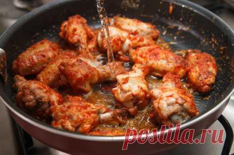 Крылья барбекю с соусом из греческого йогурта и петрушки - пошаговый рецепт с фото - как приготовить, ингредиенты, состав, время приготовления - Леди Mail.Ru