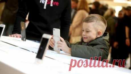 Новое исследование: действительно ли время, проведенное в телефоне, влияет на психику ребенка | Newsrank