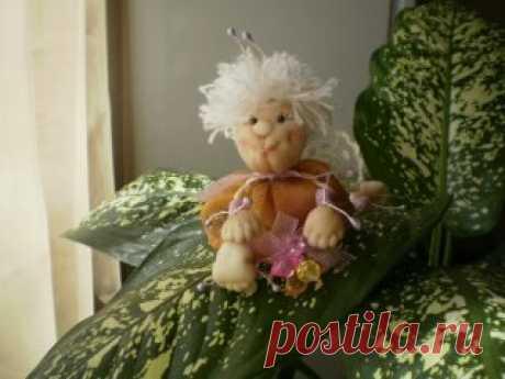 *Нектаринка* выполнена в технике чулочная кукла