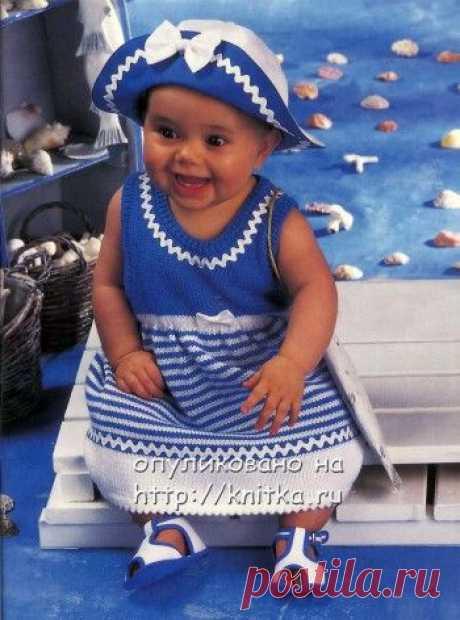 """Платье для малышки с отделкой тесьмой """"вьюнком"""". Размеры: 62 (68/74) 80. Вам потребуется: 50 (100) 150 г белой и 50 (100) 100 г синей пряжи"""