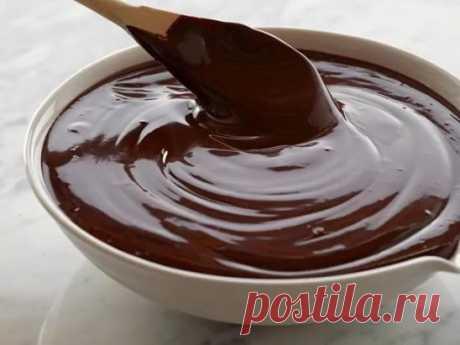 Домашняя шоколадная глазурь для торта из шоколада и какао – лучшие рецепты. Секреты правильной домашней шоколадной глазури Рецепт 1: Шоколадная глазурь на молоке с какао Распространенный и простой способ приготовления домашней шоколадной глазури с какао-порошком. Получается намного дешевле, чем при использовании готовых шоколадных плиток. Понадобится небольшая кастрюлька или ковш, готовить будем непосредственно на плите, без водяной бани. Ингредиенты • 3 ложки молока; • сахар 5 ложек; • 3