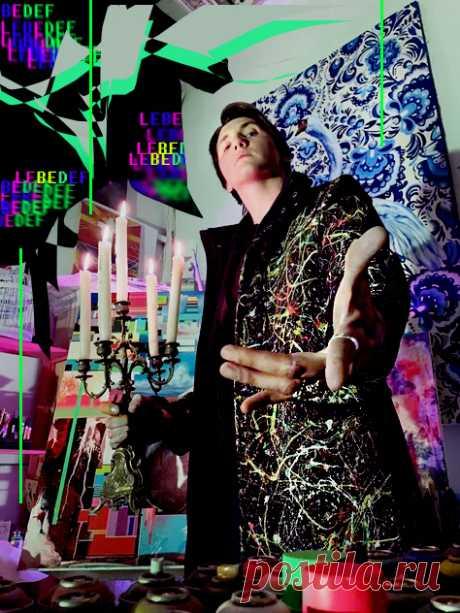 Художник Lebedef – искажение данных, а физическое манипулирование шестью личностями дает результат отображённый путем сбоя на холсте. Побуждающий зрителя заманить в паутину диалога с плоскостью.  Визуальный сбой мыслей одновременно шести личностей побуждает Lebedef к использованию в своих картинах смешенных техник.  #lebedef #art