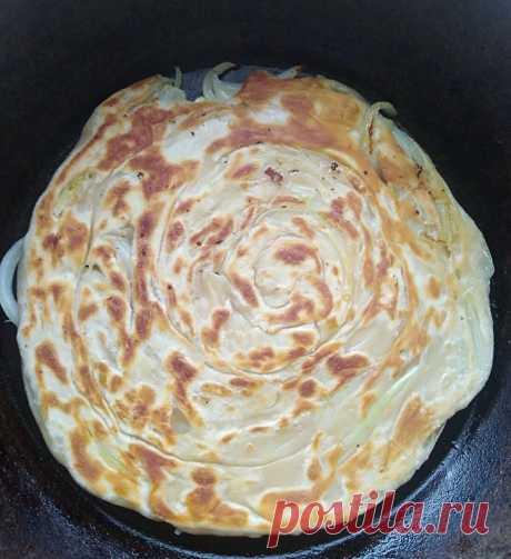Отличная замена покупному хлебу! Луковые лепешки на сковороде! Лёгкий рецепт приготовления! | Еда - это просто! | Яндекс Дзен