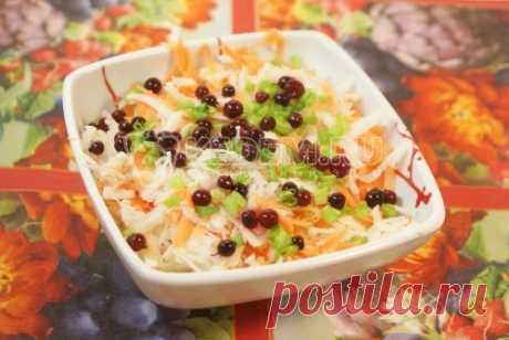 Салат из редьки Этот салат из редьки кладезь витаминов, которые так необходимы зимой и весной. А приготовить его очень даже просто.