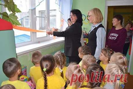 6 нелепых фото, на которых чиновники торжественно открывают окна и морги Маленькие, но достижения.