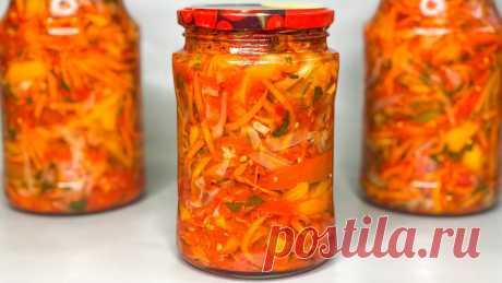 Всем знакомым советую закрывать побольше банок по этому рецепту: овощной салат без стерилизации  а главное — без закатки, т.к. рецепт не «холодный». А главное: вкусно и просто. Ингредиенты (для 3 литровой банки): 1,5 кг капусты, 1,5 кг моркови, 1 кг сладкого перца, 500 г лука, 500 мл растительного масла, 200 г сахара, 2 ст.л. соли, 3 ч.л.уксуса 9%. По желанию можно добавить 2 зубчика чеснока. Приготовление