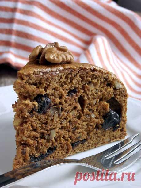 Постные блюда.  Постный пирог с кофе и черносливом  Случается так, что семейные праздники выпадают на время Поста, или просто хочется побаловать себя вкусненьким. Предлагаю Вам очень простой и изумительно вкусный постный пирог, который очень прост в приготовлении.  Продукты (на 8 порций)  Кофе (крепко заваренный) – 200 мл Мед – 2 ч. ложки Чернослив – 200 г Мука – 250 г Сахар – 100 г Корица молотая – 0,5 ч. ложки Имбирь молотый – 0,5 ч. ложки