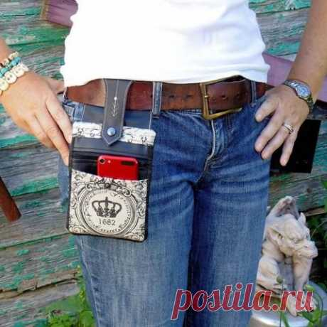 One pattern, endless possibilities! *** this pattern has been updated to include a 5x7 sideways version and a 6x10 version to hold those big phones*** This stylish hip pouch has two front pockets (one…