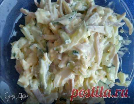Салат из кальмаров. Ингредиенты: майонез, кальмары замороженные, огурцы свежие