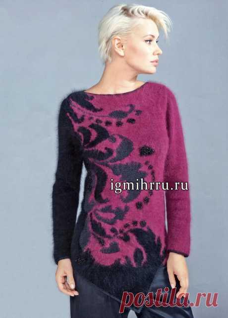 El pulóver adornado negro-burdeos con la parte inferior asimétrica, zhakkardovym por la cinta y la combinación de las facturas. La labor de punto por los rayos