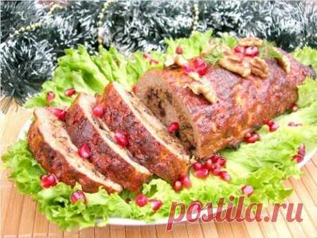 МЯСНОЙ РУЛЕТ Универсальное Блюдо на Праздничный стол! - Мясной рулет по этому рецепту является универсальным блюдом на праздничный стол. Подавать его можно горячим, в качестве основного мясного блюда или холодным, в качестве мясной закуски. Мясной рулет очень ярко смотрится на праздничном столе, получается вкусным и готовится совсем несложно.