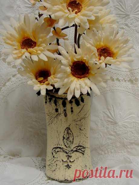 Рисуем горячим клеем. Цветочные горшки и винтажная вазочка для цветов из стакана.