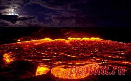 Необычные путешествия к кратерам вулканов совершает Шон Кинг, ведь он посвящает свою жизнь документированию очаровательно красивых фотографий вулканов на острове Pahoa, Гавайи.