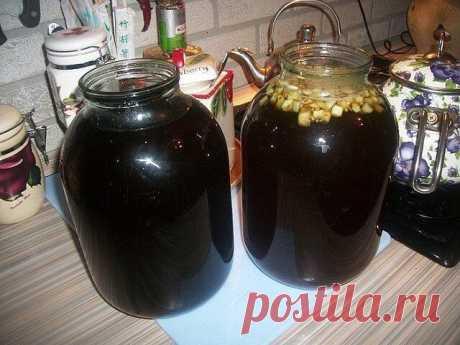 """El kvas de casa\u000a\u000aHacemos el kvas por las manos - la receta todavía \""""soviético\"""" - comprobado.\u000aLas medias hogazas del pan de centeno de (cualquier);\u000a3 litros del agua hervida;\u000aLos medios paquetes (25-30 gramo) de la levadura seca;\u000aDel medio vaso (125 gramo) del azúcar;\u000aLas pasas.\u000a\u000aCortamos el pan a los trozos y es frito en protivine en el horno hasta la corteza rozagante. Secamos más justo, como sin aceite. Inundamos las cortezas con el agua hervida en 3 lata de un litro y esperamos el enfriamiento hasta temperatura de 36-38 grados. Después del enfriamiento añadimos la mitad preparado sa..."""