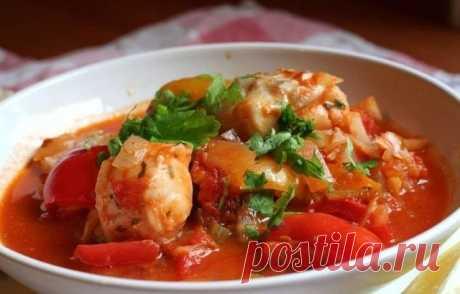 Идеальный ужин: овощное рагу с курицей на 100 грамм - 61.27 ккал Б/Ж/У - 10.11/0.56/3.44  Ингредиенты: Куриное филе - 600 г Помидоры - 300 г Лук - 100 г Морковь - 170 г Болгарский перец - 80 г Баклажаны - 200 г Чеснок - 7 г Зелень - по вкусу Соль, перец - по вкусу  Приготовление: Курицу нарезаем на средние кусочки. В кастрюльку с толстым дном кладем курицу, заливаем воду на два пальца и тушим на медленном огне около часа. Лук и помидоры без шкурки бросаем в ка...