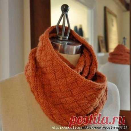 Дизайнерский шарф-снуд «Плетенка» спицами
