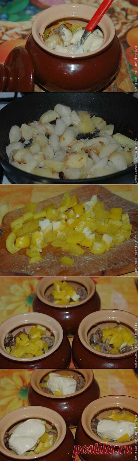 Картофель с мясным фаршем и плавленным сыром в горшочках / Рецепты с фото