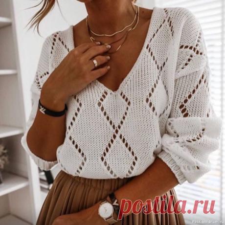 Модный пуловер с v-образным вырезом спицами и узором ромбы для ценителей современной моды. Схема узораОписание вязания кофточки