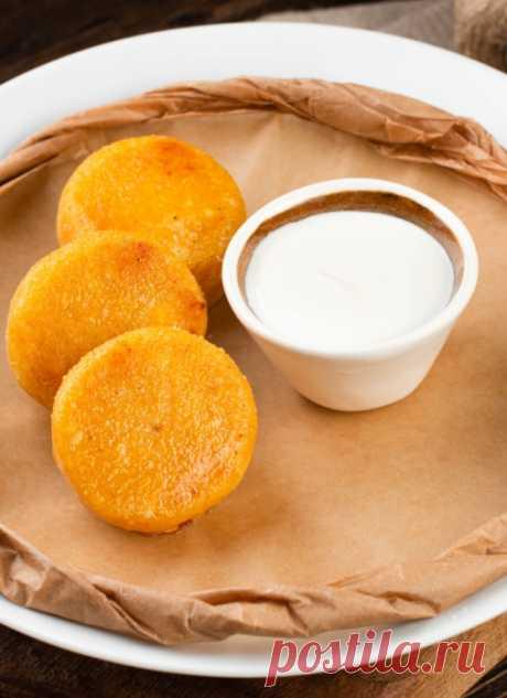 Сырники с тыквой – 3 быстрых и необычайно вкусных рецептов Сырники с тыквой – полезное блюдо для завтрака и перекуса. 3 рецепта, которые подойдут для детского питания.