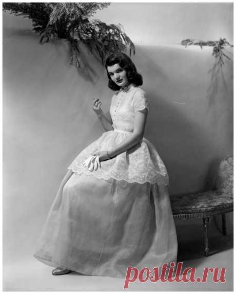 Jacqueline Bouvier,  Paris  1950's  Photo Frances McLaughlin-Gill
