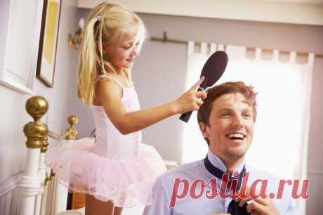 Важность отца в жизни девочки: 14 вещей, которым нас может научить только папа В постсоветских странах в большинстве семей реальность такова, что детьми чаще всего занимаются мамы, а отцы в лучшем случае сутками зарабатывают деньги. Воспитание детей – прерогатива матери, и, возм...