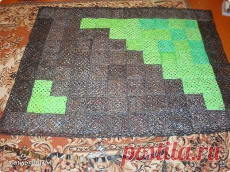 El tapiz pequeño de los paquetes de polietileno. Por el gancho. La Clase maestra. \/ el país de los Maestros