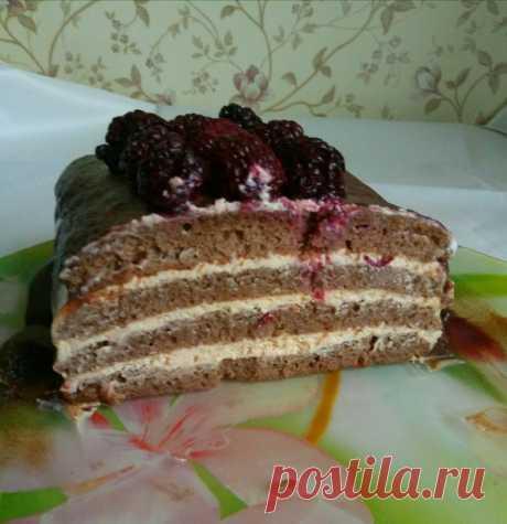 Рецепт крема для торта от Татьяны Моисеевой, по-моему вид тортика стремится к совершенству  Я за неимением хорошей духовки и мультиварки продолжаю свои эксперименты. Все тот же бисквит, но может кому пригодится рецепт крема.очень вкусный и необычный из самых простых продуктов. Для крема 1литр Ряженки положить в морозилку на ночь, с утра достать, разрезать пакет и замерзшие бруски переложить в дуршлаг на марлю в четыре слоя, дать растаять и стечь сыворотке при комнатной тем...