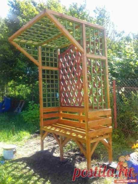И скамейка, и опора для винограда!
