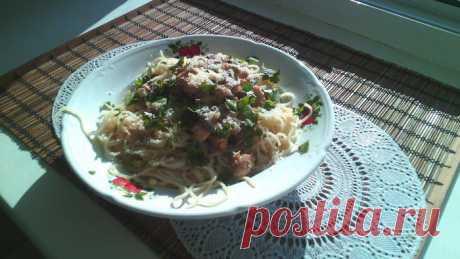 Спагетти со сливочно-грибным соусом и куриной грудкой | Foodbook.su Вкусное блюдо, которое наполняет тебя массой приятных ощущений. Сыр использовала пармезан, производство Россия. Можете использовать любой сычужный сыр или любой другой.