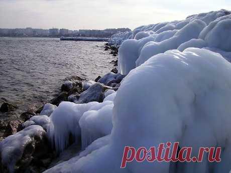 Бухта Омега зимой. Севастополь.