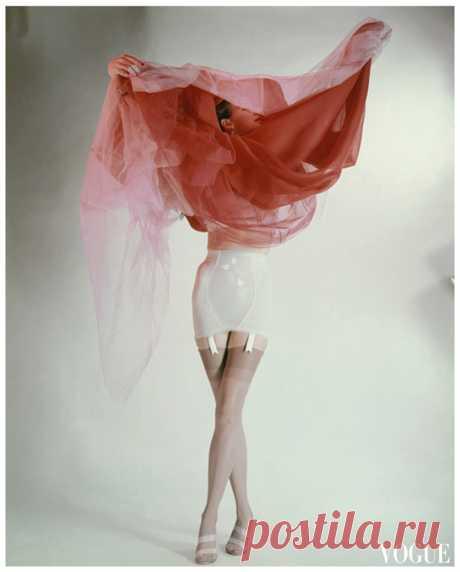 Model Ruth Knowles  Vogue 1953  © Erwin Blumenfeld