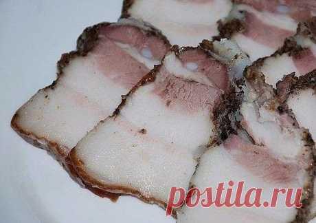 САЛО в пакетах - Ну Очень ВКУСНО!  Ингредиенты: свиная грудинка-1.5кг. чеснок-1-2 головки. чёрный перец крупного помола приправа для свинины соль  Как приготовить:  Свиную грудинку разрезать на куски . Чеснок измельчить в блендере или через чеснокодавилку. Грудинку натереть солью, приправой, перцем и чесноком.  Дать настоятся около часа. Взять целлофановые пакеты вставить один пакет в другой и положить в них грудинку. (У меня было 4 кусочка грудинки, я положила по...